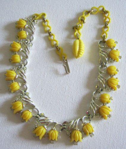 1950s-Necklace-Yellow-Tulips-on-Goldtone-Vintage-Plastic-Rhinestones