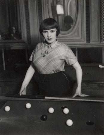 Brassa a prostitute playing russian billiards boulevard for Salon prostitution paris
