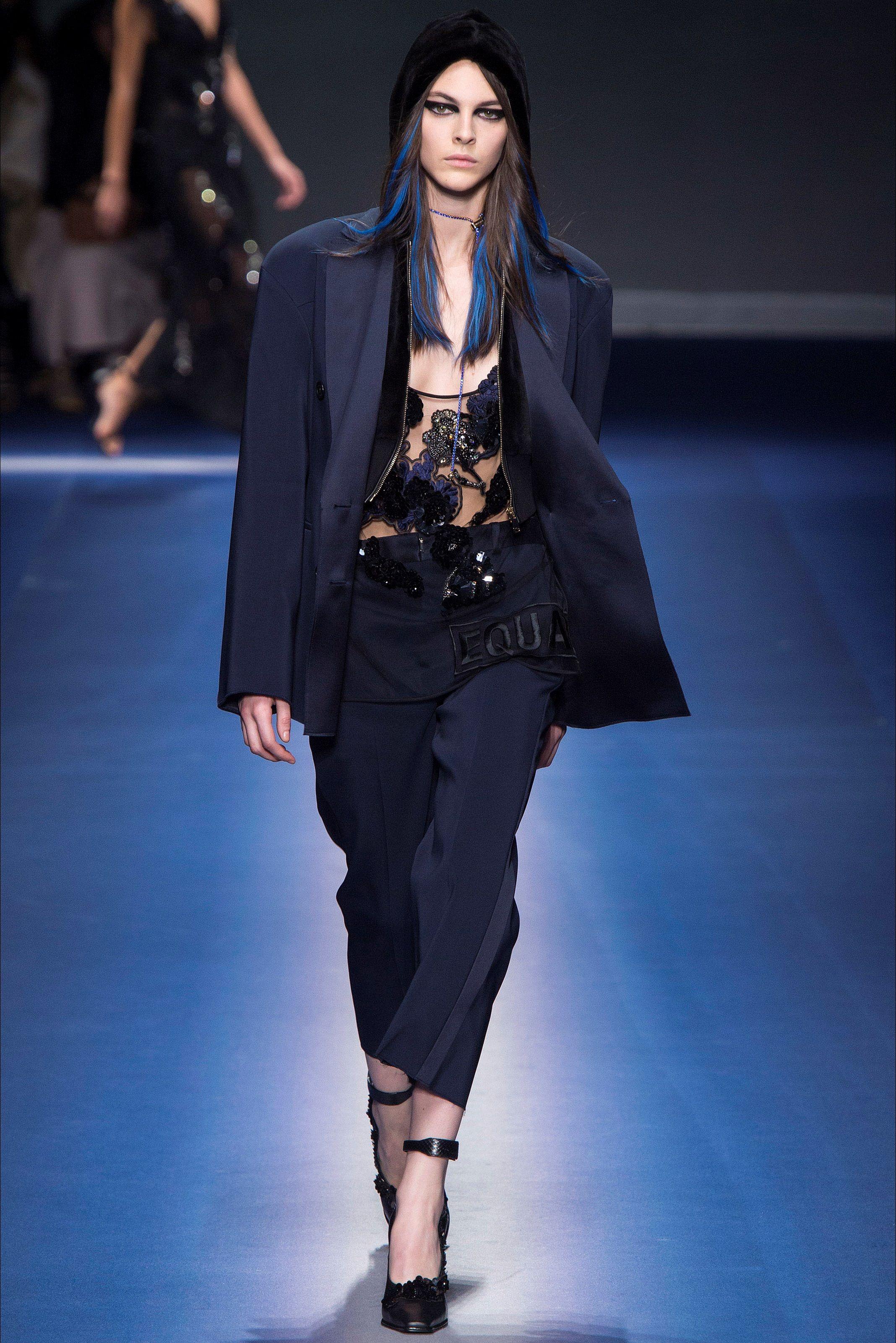 Sfilata Versace Milano - Collezioni Autunno Inverno 2017-18 - Vogue ... f9dcb1d6513