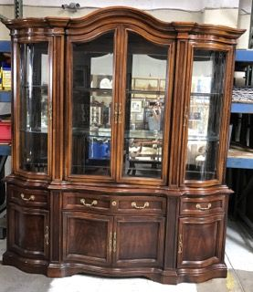 UNIQUE FURNITURE MAKERS CHINA CABINET IN THE KENT ROAD FINISH. THIS TWO  PIECE HUTCH FEATURES