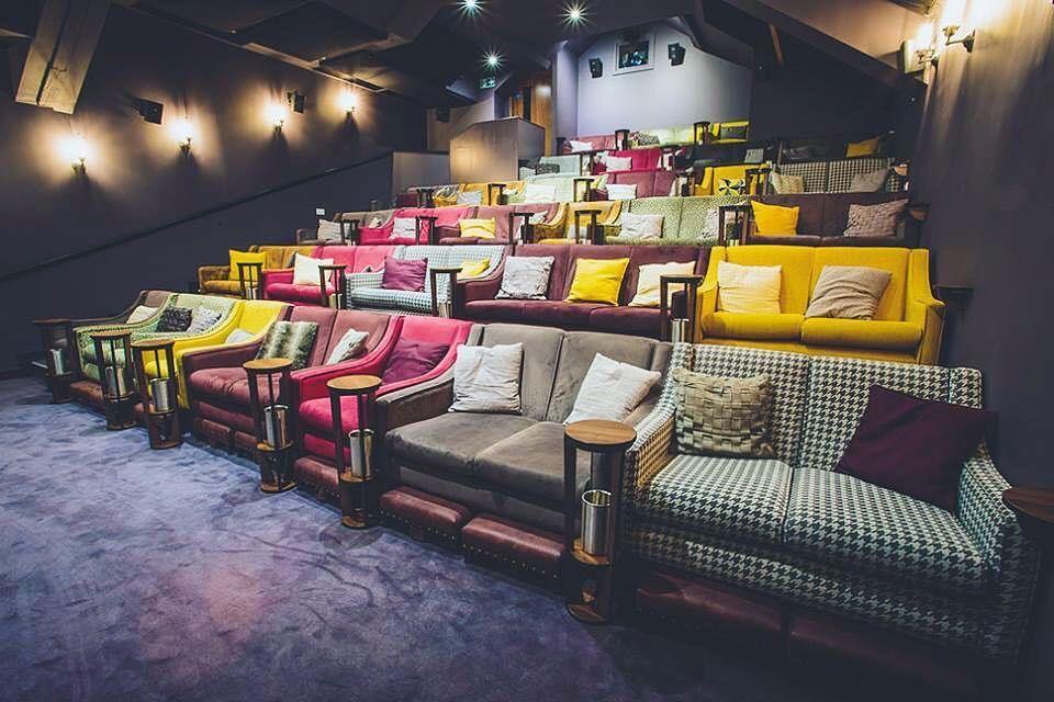 этому кинотеатр с диванами в москве адреса фото россии большой вклад