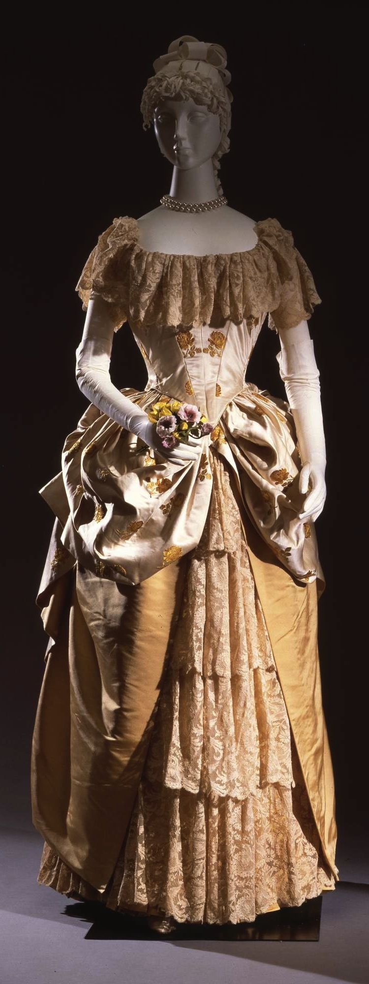 Evening dress french manufacture c at the pitti palace