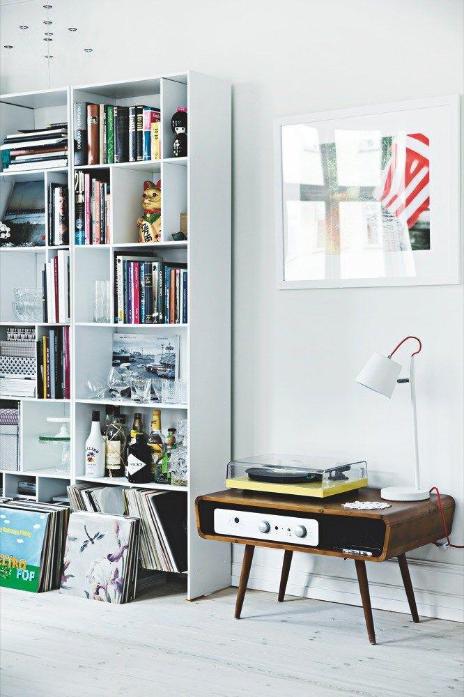 Music corner music living room item indispensável pra deixar sua casa mais alegre vitrola vintage ou retrô não pode faltar
