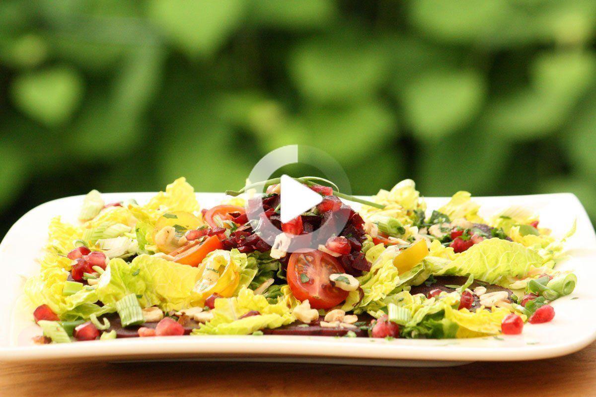 Rote Beete Granatapfel Salat mit Nüssen | IHLEVITAL