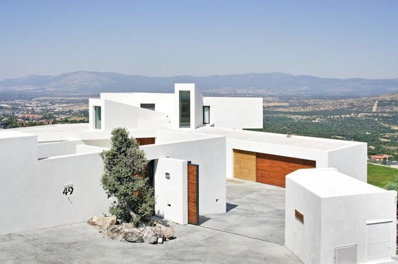 Pure Elegance Within The El Viento House In Madrid, Spain