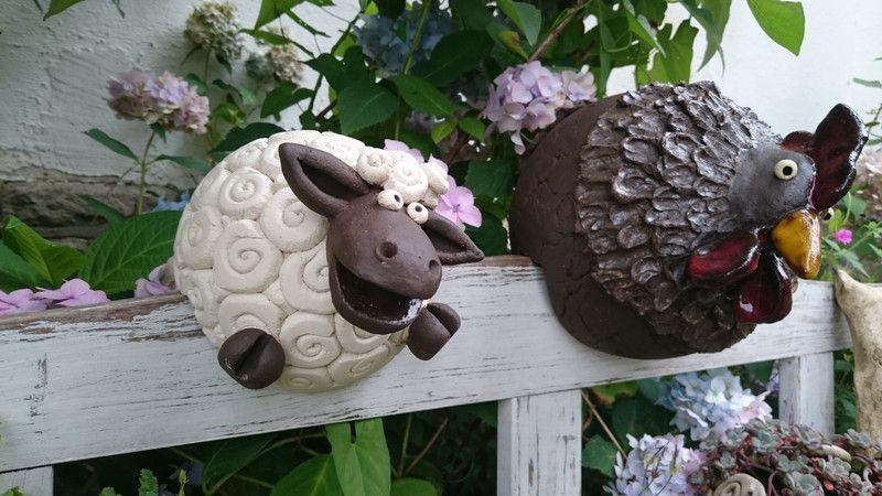 Lustiges Bank Zaunhocker Schaf Modelliert Aus Weissem Und Dunklem Ton Versehen Mit Einem 2 5cm Breitem Schlitz Zaunhocker Deko Schaf Garten Topferhandwerk