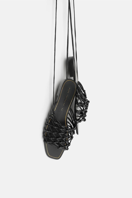 Skorzane Sandaly Na Plaskiej Podeszwie Z Plecionki Z Wiazaniem Wyswietl Wszystko Buty Kobieta Zara Polska Leather Sandals Flat Leather Sandals Sandals
