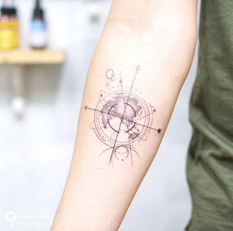 Tatouage Boussole Geometrique Et Planisphere Tattoos Tattoos