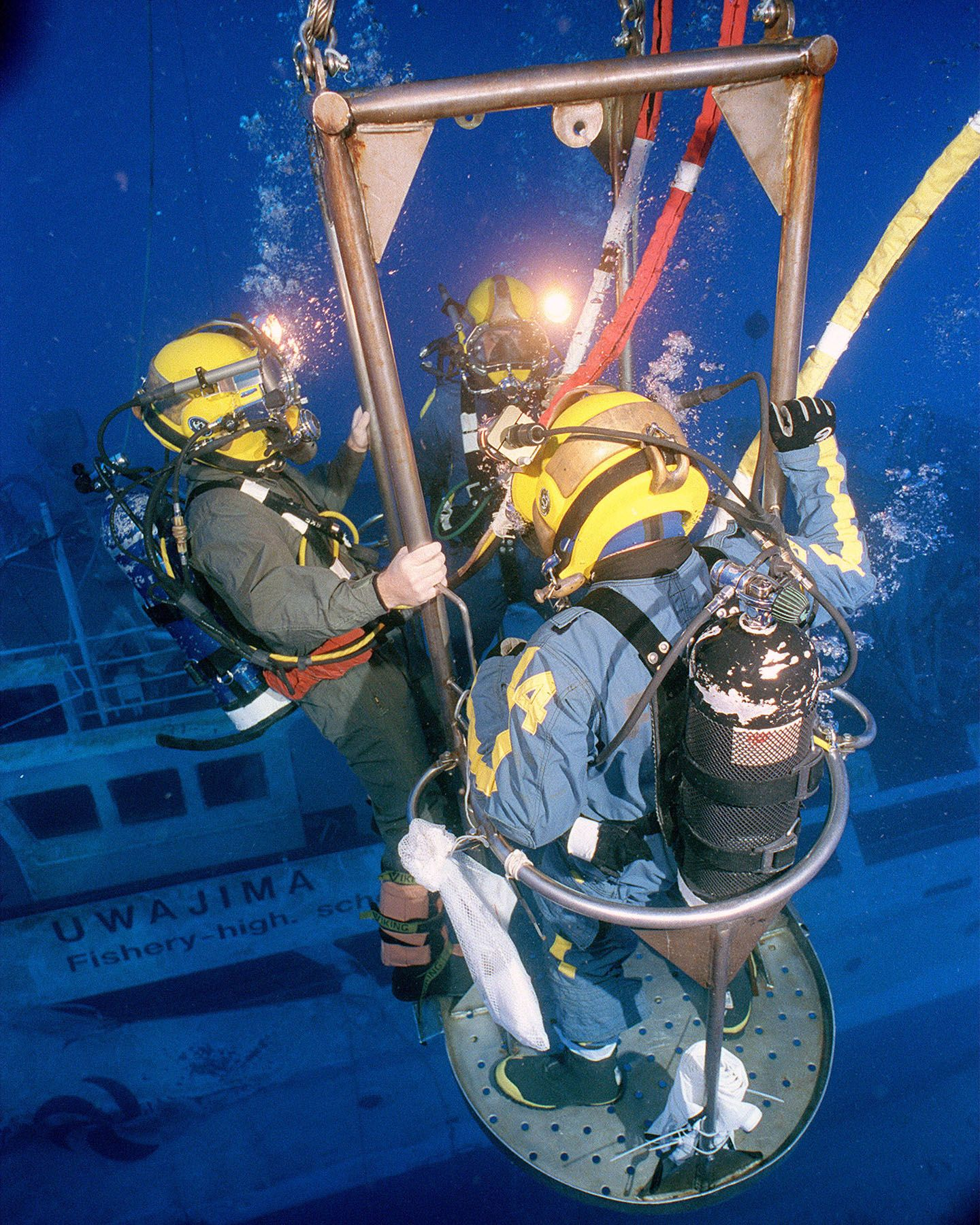 Commercial divers diving pinterest commercial for Naval diving unit