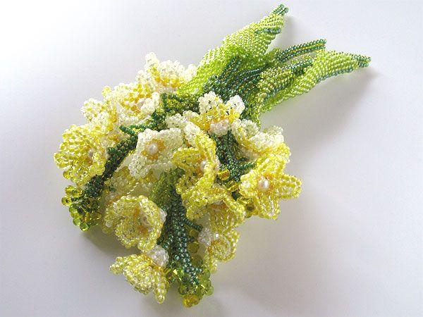 菜の花のじゃらじゃらブローチ