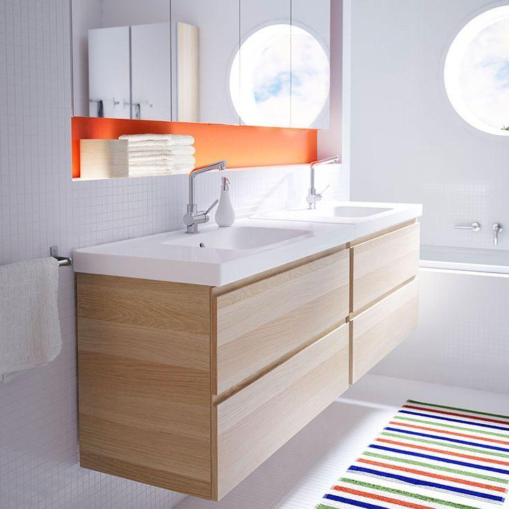 Ein Badezimmer Mit 2 Godmorgon Waschbeckenschranken Mit 2 Schubladen Eicheneffekt Weiss Lasiert Odensvik Waschbecken Und Ve Ikea Badezimmer Ikea Bad Badezimmer