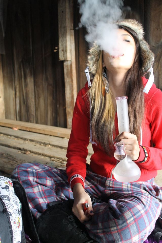 Can Hot emo girls smoking weed