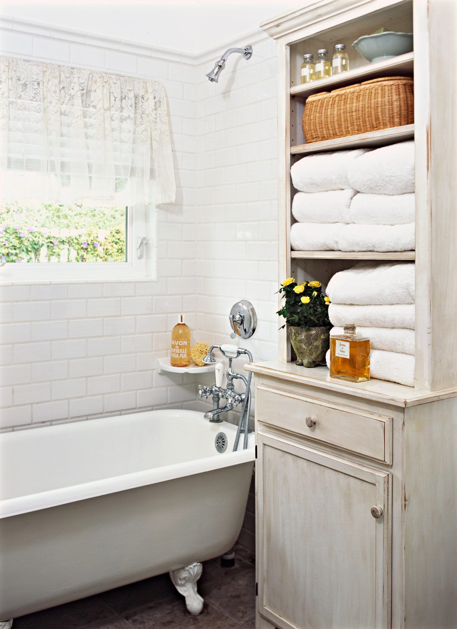 11 Towel Display Ideas for Pretty (and Practical) Bathroom Storage
