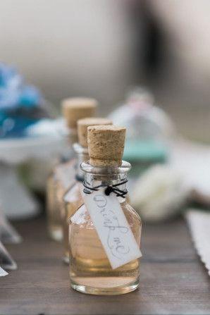 """""""drink me"""" bottles http://weddingwonderland.it/2015/08/matrimonio-sogno-di-una-notte-di-mezza-estate.html"""