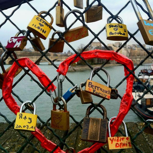 Lovers locks, pont d'arts.