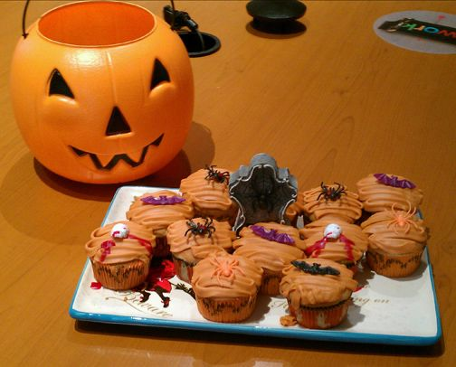 Boo! Love Halloween cupcakes.