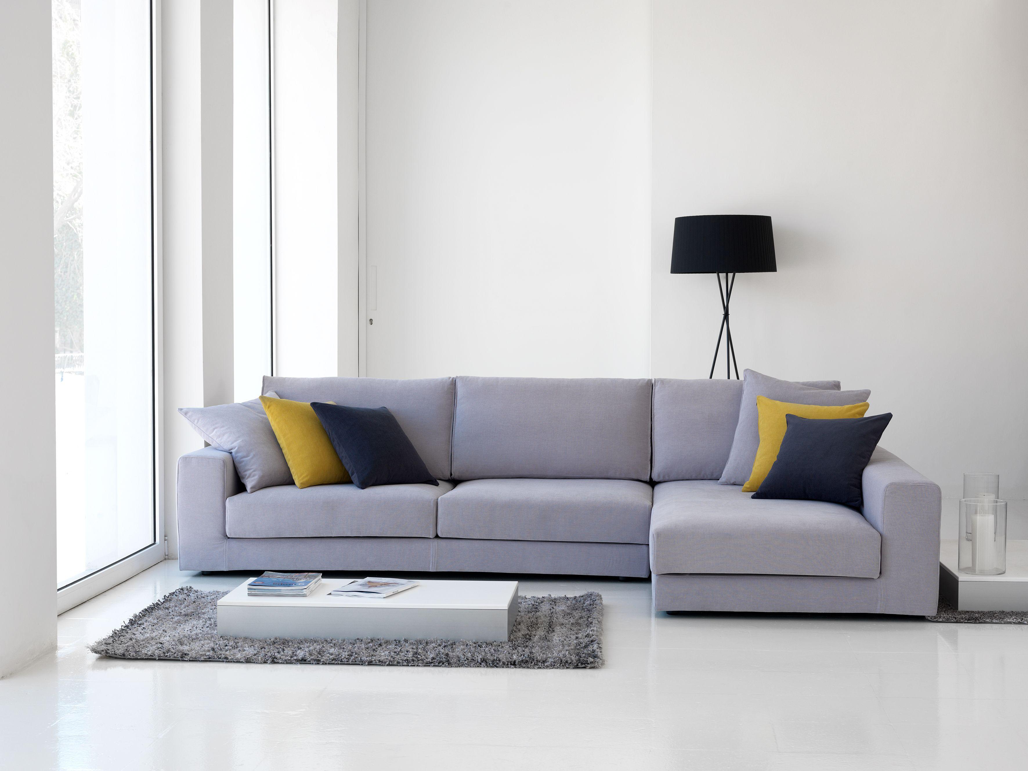 En el salón, el sofá representa un elemento de decoración muy ...