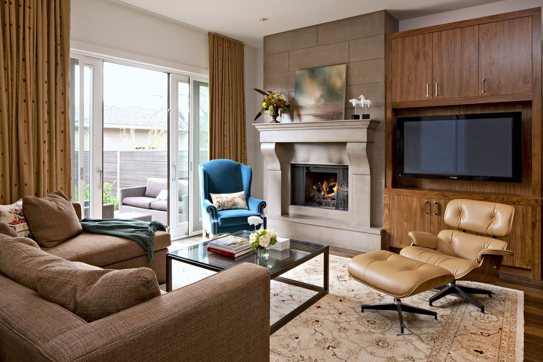 Mid century marvel transitional living room with mixed modern and traditional style furniture