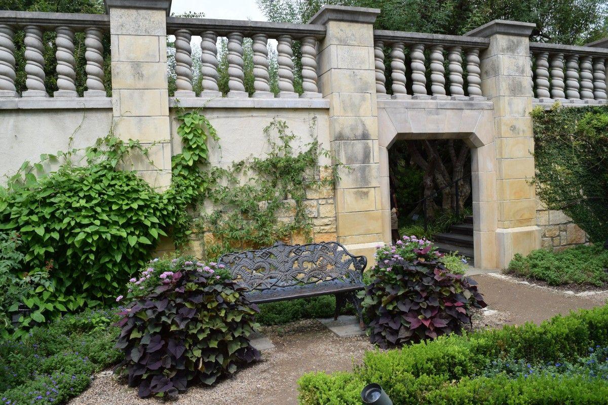 Fotos gratis paisaje arquitectura planta c sped flor ventana casa pared piedra - Ley propiedad horizontal patio interior ...