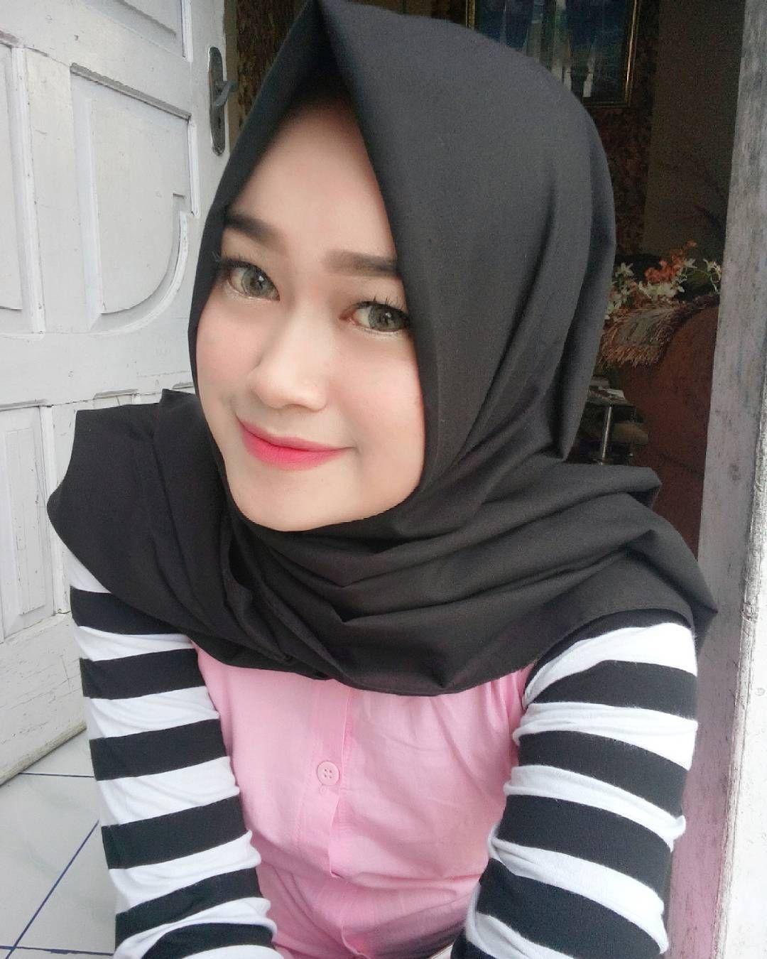 Setelah Sekian Lama Tidak Selfie Mahasiswi Cantik Cari Jodoh Https Bookingtophotels Blogspot Com Hijab Tutorial Young And Beautiful Covergirl