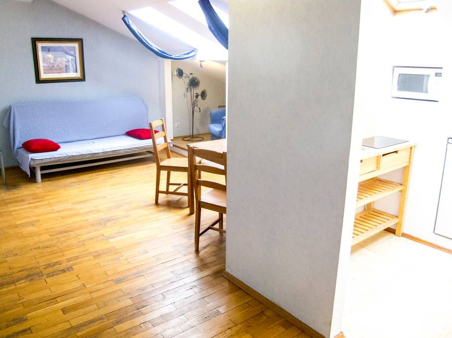 Apartament w Kraków, Polska. 'At first you may be hesitant to try something new, especially in the bathroom. Bathroom is a subject that many consider taboo, and only few discuss their cleaning habits. Anyone though who has used a bidet loves it.'  The house is 2 blocks far fr...