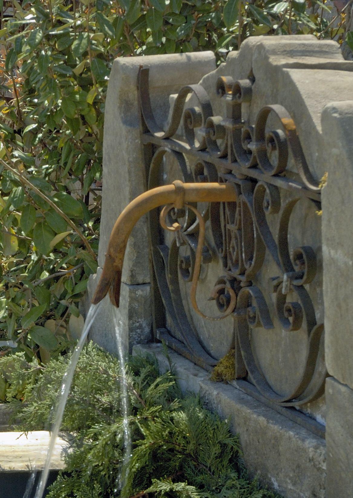 atelierbidal c\'est aussi des fontaines de jardin en pierre ancienne ...
