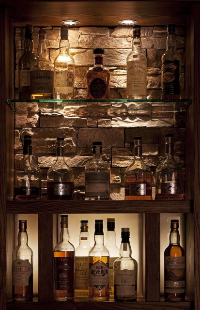 whisky display clachaig inn glencoe been there seen that pinterest whisky haus und. Black Bedroom Furniture Sets. Home Design Ideas