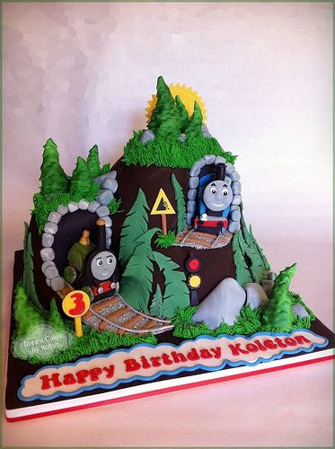 Thomas the Tank Engine Cake | Baby girl stuff | Cake, Thomas