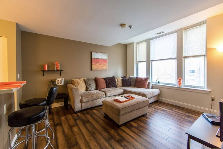 total $102 Spacious 2-bedroom Downtown Memphis ...