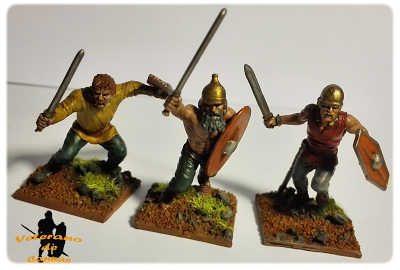 Guerreros Celtas con espadas