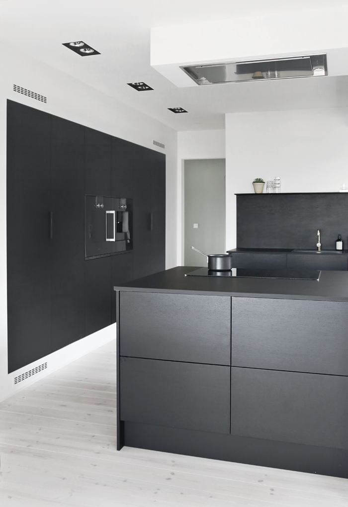 Kitchen Upgrade: The Low-Cost DIY Black Backsplash   Cucina ...