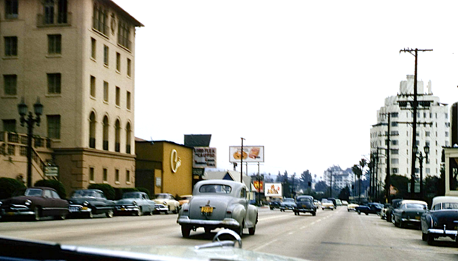 A Color Photo Of The Sunset Strip In The 1950s Los Angeles Sunset Los Angeles Sunset Strip
