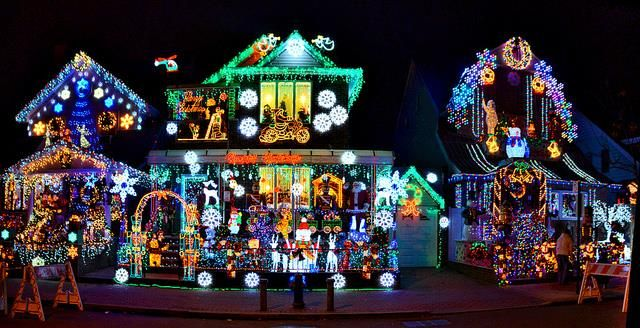 Tour Nyc Holiday Light Displays In A Car2go Brooklyn Magazine Holiday Lights Display Christmas Lights Nyc Holidays