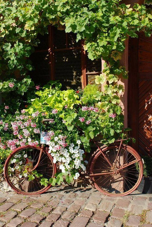 17 Old Bikes In The Garden Upcycle Them Upcycle