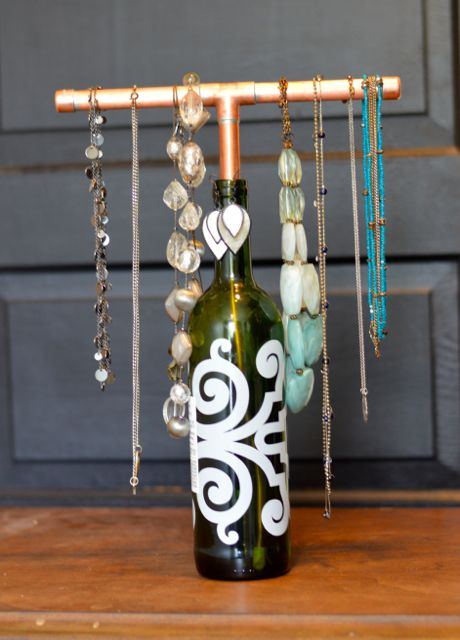 20 DIY Wine Bottle Projects Bottle jewelry Diy bottle Jewellery display
