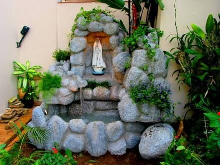 Resultado de imagem para como fazer uma gruta de pedra for Como criar peces koi
