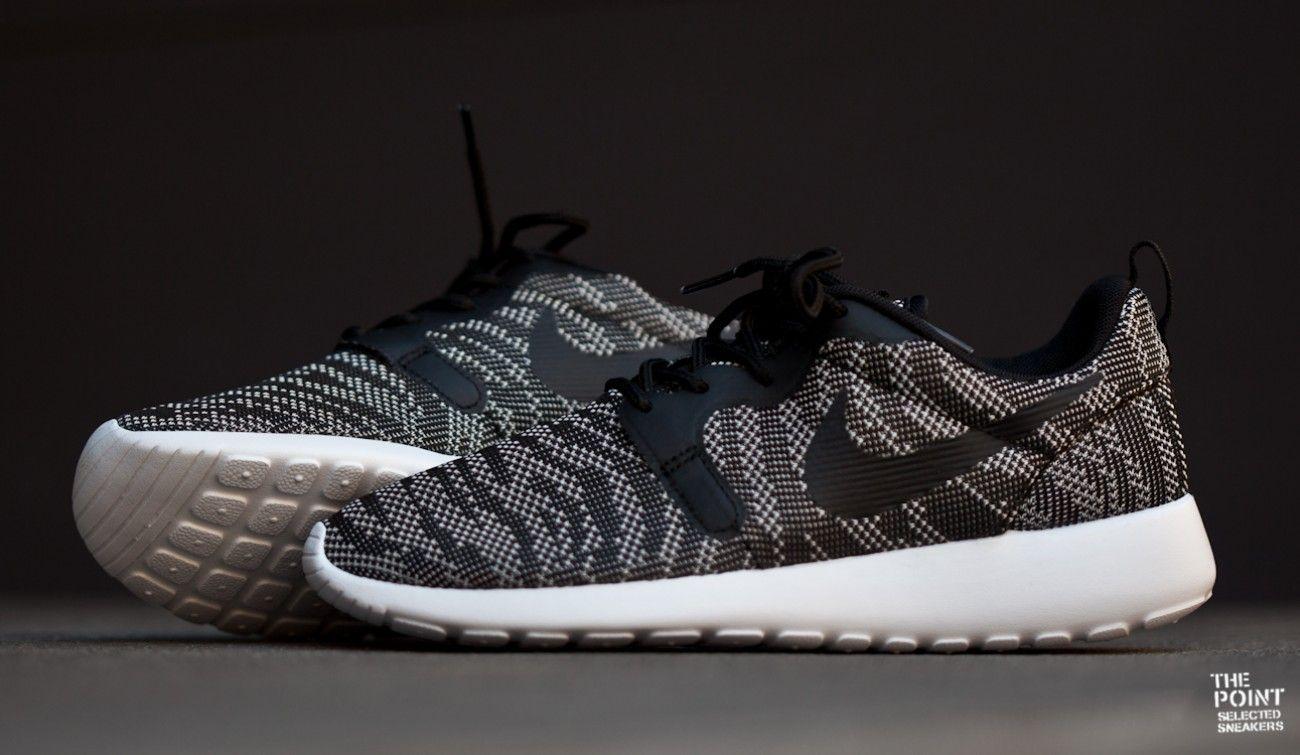 Zapatillas Nike Roshe Run Jacquard Negro Gris, tenemos disponible la nueva  versión del modelo de
