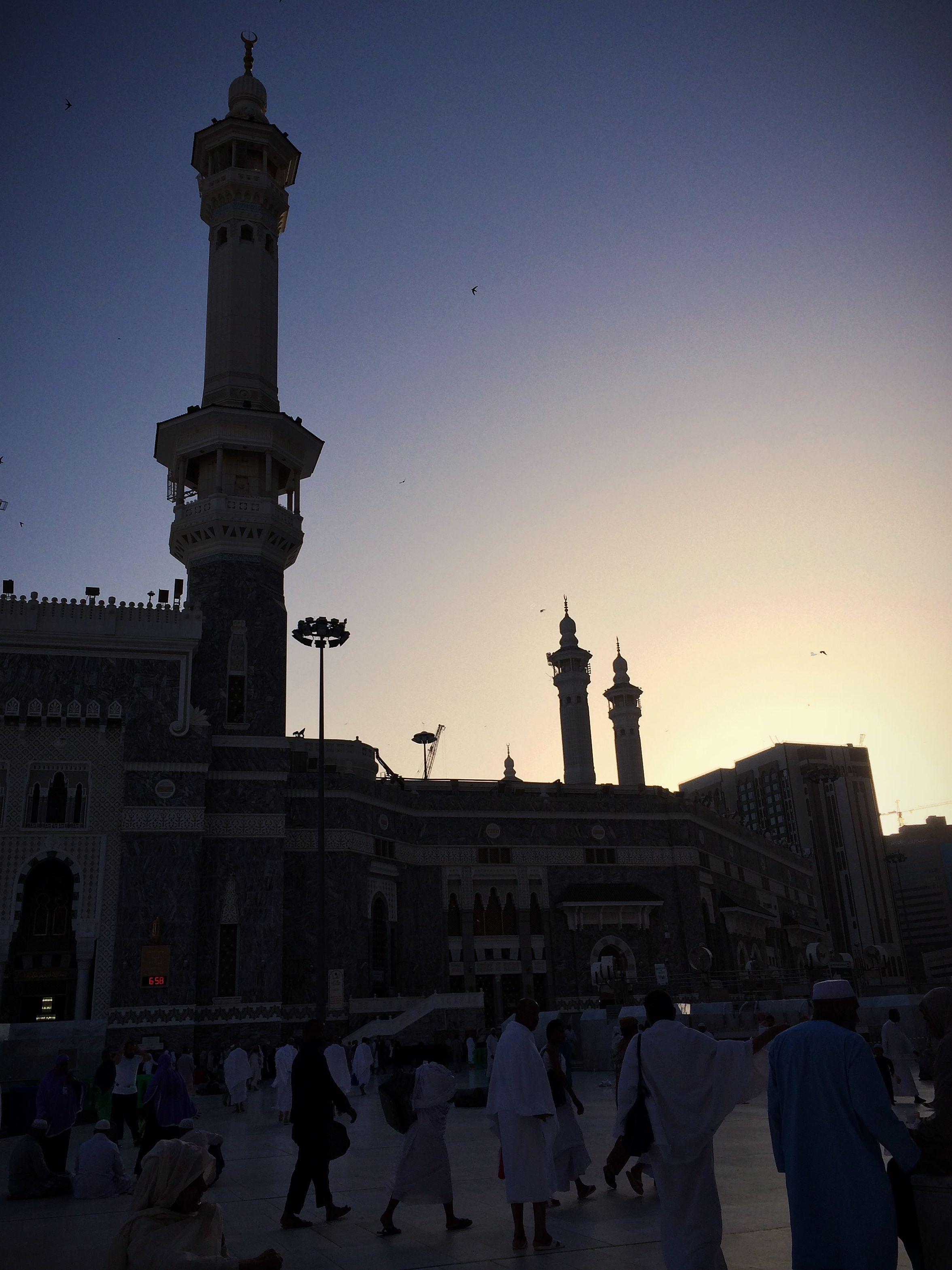 الشروق في المسجد الحرام مكة المكرمة Sunrise At Al Masjid Al Haram Makkah Cn Tower Tower Landmarks