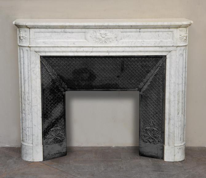 Antique Louis Xvi Style Fireplace With Round Corners In Carrara Marble With Acanthus Leaf Decoration Reference 2504 Carrara Marble New Orleans Decor Fireplace Mantels