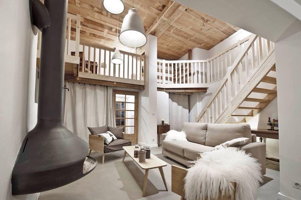 Rénovation contemporaine d' une maison paysanne de montagne.