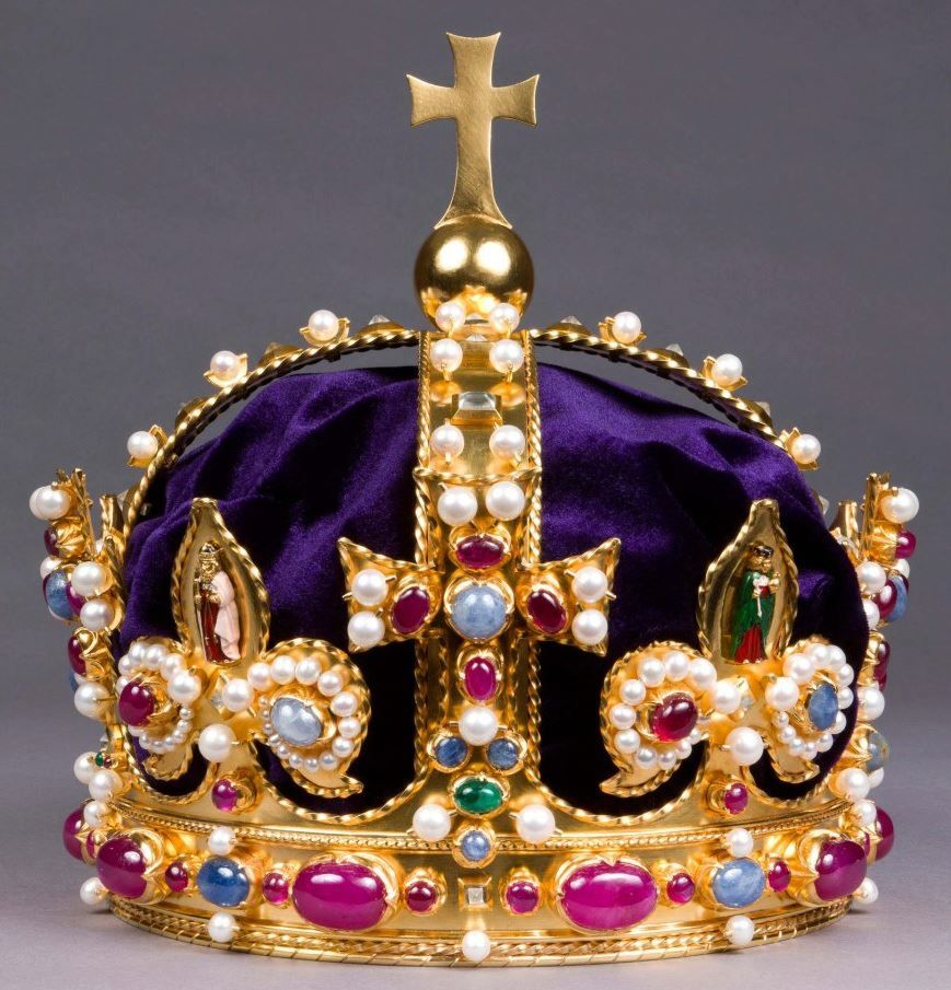 Anne Boleyn's crown.... exquisite