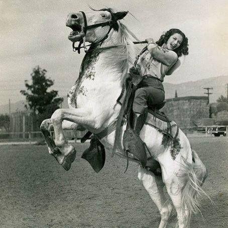 Yvonne DeCarlo, cowgirl.