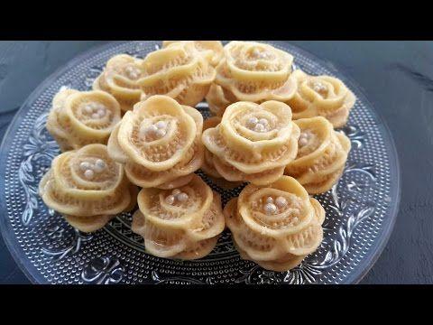 حلويات اللوز المغربية حلوة الوردة Petits Fours Marocains Aux Amandes Food Sugar Cookie Recipe Easy Sweet Recipes