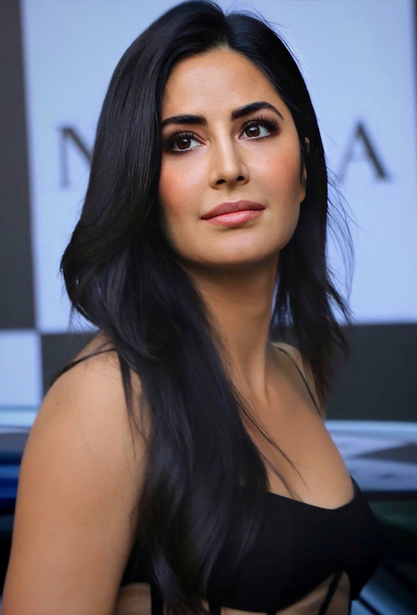 Pin By Hamiid On Akd In 2020 Katrina Kaif Photo Actresses With Black Hair Katrina Kaif Hot Pics