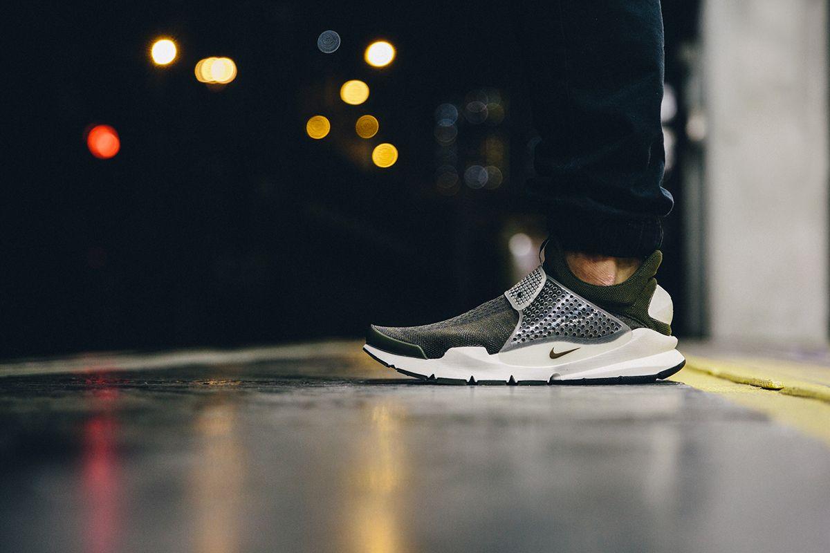 Teoría establecida Marquesina almacenamiento  A Closer Look at the fragment design x Nike Sock Dart