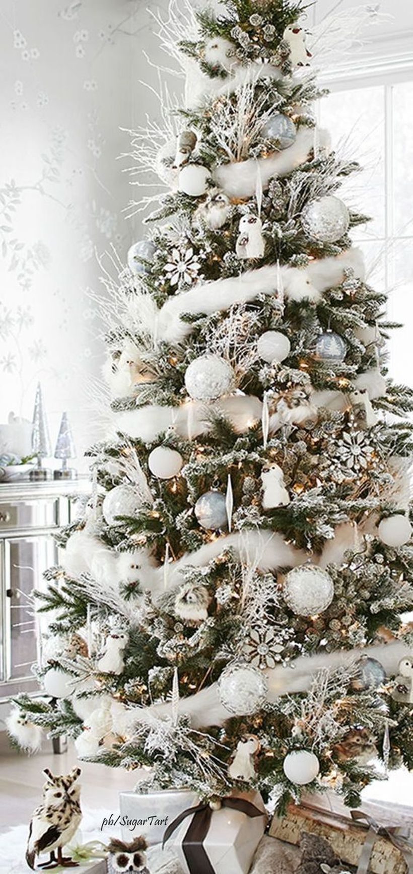 53 Awesome White Christmas Tree Decor Ideas for the Holiday Season #kerstboomversieringen2019