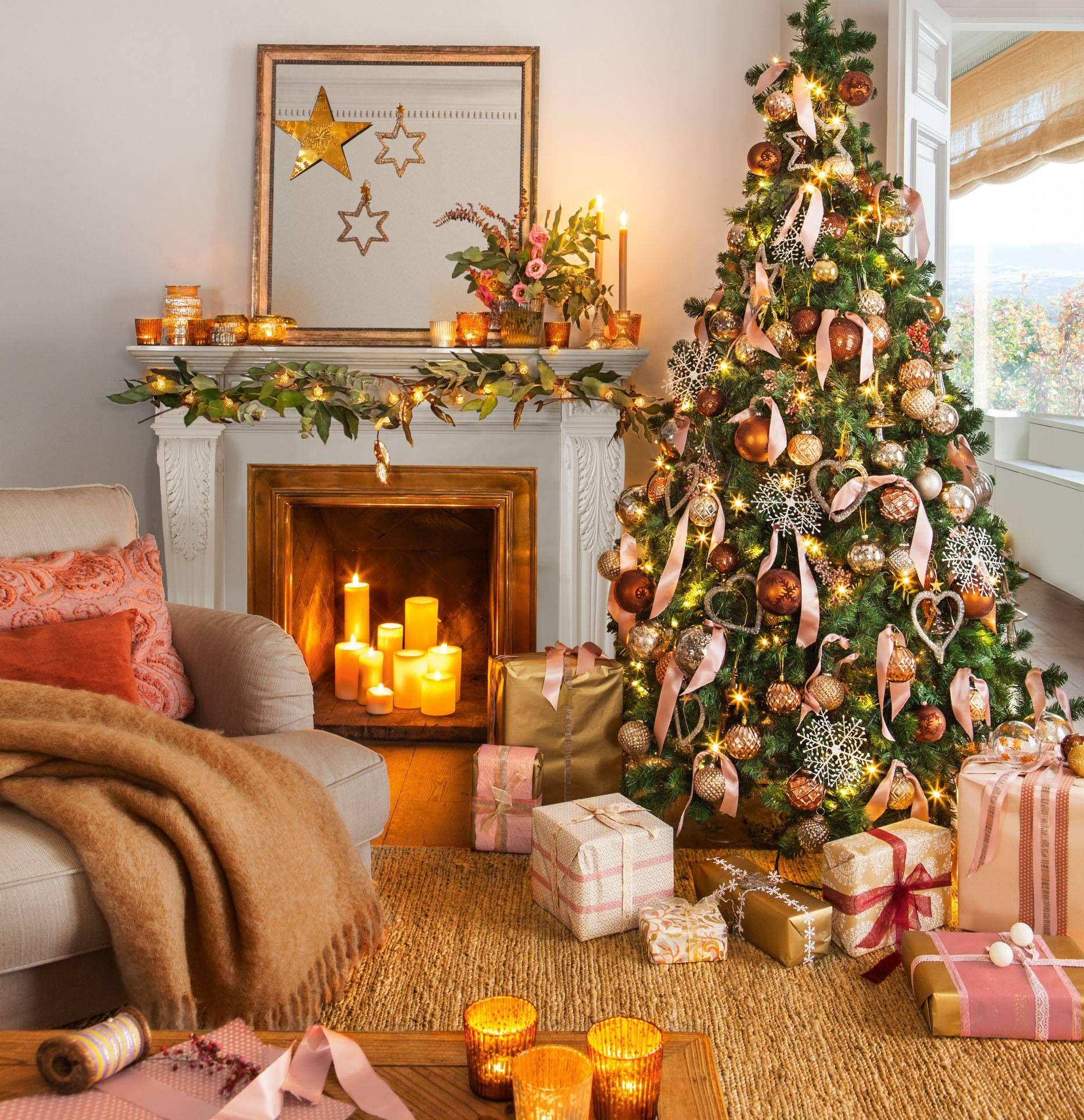 Sal³n decorado con árbol de Navidad