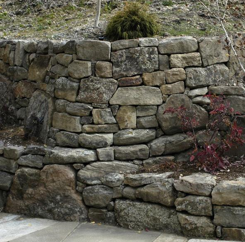 Pretty Stone Garden Walls: Stone Retaining Wall