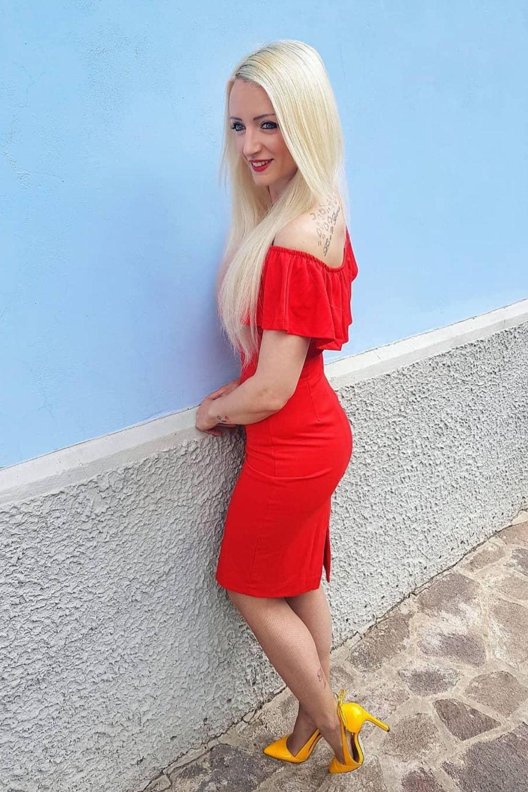 ROTE KLEIDER in 13  Kleider damen, Damenmode, Stilvolle mode