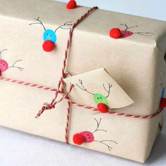 Fingerprints to reindeer gift wrap DIY Christmas Pinterest